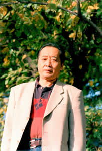 Han Zuorong es un poeta reconocido, también autor de varios libros de ensayo.