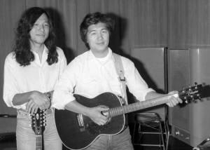 Eiichi Ohtaki tocando guitarra. (Foto: Japan Times)