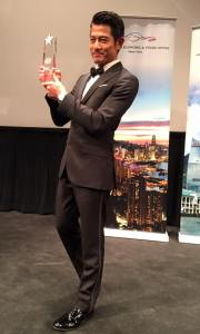 Aaron Kwok showing his prize to the press and media.